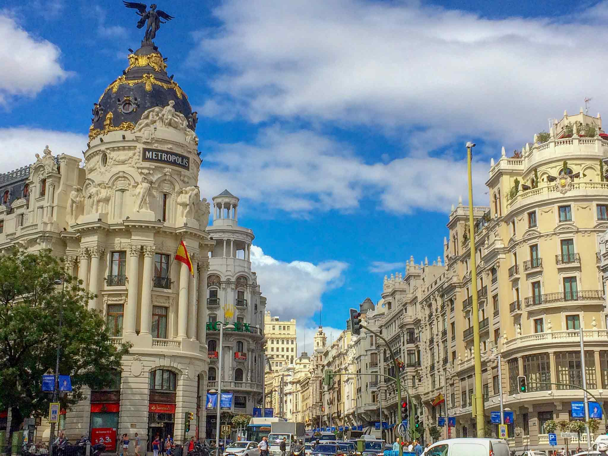 A picture of the Metropolis building with a busy Gran Via in the background in Madrid, Spain.
